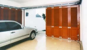 pintu garasi mobil